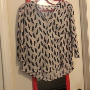 Quarter sleeve feather print top